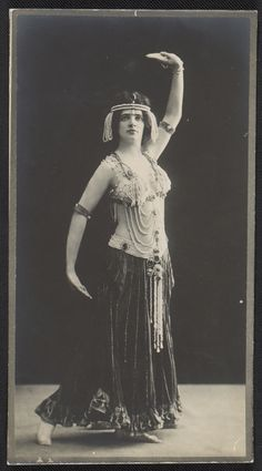 Citation: Maud Allan as Salomé, circa 1907 / unidentified photographer. John Henry Bradley Storrs papers, Archives of American Art, Smithson...