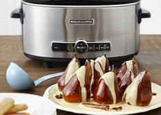 KitchenAid Slow cooker recipe - Whole poached pears in a spiced caramelised cream sauce