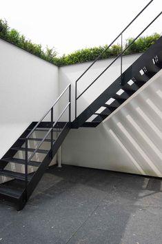 Staircase Outdoor, Tiled Staircase, Staircase Railings, Staircase Design, External Staircase, Modern Mediterranean Homes, Balcony Railing Design, Rooftop Design, House Construction Plan
