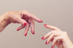muttertag | mother's day mother's love | essie «a list» | hands photography | lackschwarz |