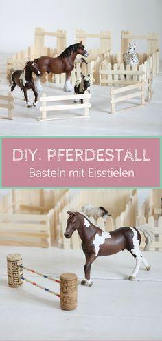 Pferdestall bauen DIY: Mit Eisstielen basteln kann man sehr vielfältig. Ideen sind z.B. Pferdeboxen aus Eisstielen, Eisstiele Zäune und vieles mehr. Mit Eisstäbchen basteln ist kostengünstig. Bastelhölzer kaufen kann man beispielsweise im Bastelladen. Selbstgebaute Zäune kann man nicht nur als Weidezäune für Pferde, sondern auch als Tiergehege verwenden.