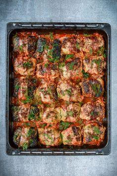 Pieczone gołąbki - na dużą ilość osób Polish Recipes, Meatball Recipes, Food Allergies, Food To Make, Main Dishes, Food Porn, Dinner Recipes, Good Food, Appetizers