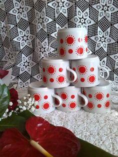 Porcelán bögrék Tea Pots, Retro Vintage, Childhood, Mugs, Holiday Decor, Drawings, Tableware, Glasses, Kitchen