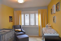 Modern glider in a gray and yellow nursery - #grayandyellow #nursery
