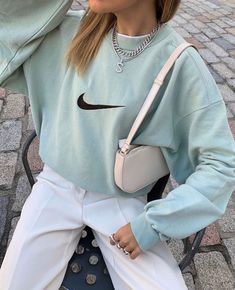 Idée de tenue - Streetwear - Nike Sweat - Outfit - The Effective Pictures We Offer You About diy face mask A quality picture can tell you many things - Cute Casual Outfits, Retro Outfits, Vintage Outfits, Summer Outfits, Hipster Outfits, Urban Outfits, Fashion Vintage, Aesthetic Fashion, Aesthetic Clothes