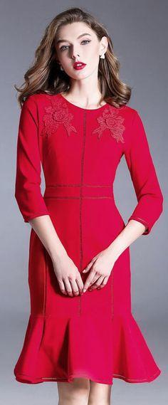 4ebb3886282 Robe soirée élégante rouge sirène bordée de fleurs avec manche