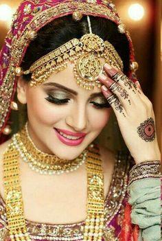 Lovely. Indian Wedding Bride, Desi Bride, Pakistani Wedding Dresses, Pakistani Bridal, Indian Bridal, Bridal Dresses, Beautiful Indian Brides, Beautiful Bride, Tikka Jewelry