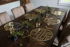 The placemat collection in laser cut gold chroma, makes entertaining and tabletop decoration easy and modern. Also available in silver, woodgrain and rose gold.