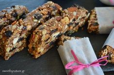 Ενεργειακές Μπάρες με Ταχίνι (Granola Bars) | Vegan | Healthy Sweet Treats, Healthy Cookies, Healthy Desserts, Healthy Food, Healthy Recipes, Healthy Snaks, Vegetarian Recipes, Toffee Bars, Oat Bars