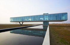 (O moderno em termos de arquitetura é ser auto-suficiente! Projeto conta com diferentes sistemas que garantem a geração de energia elétrica e de calor, além da reciclagem de seu lixo.  Foto: Jeroen Musch)