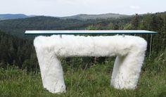 Manne - Création mobilier - Galerie Jungmann grande console en peau de mouton naturelle