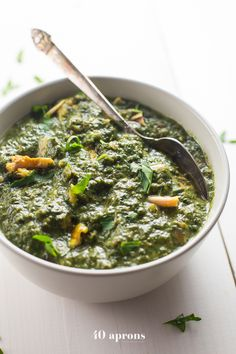 This Indian saag chicken is a paleo, take on the Indian favorite, saag paneer. Super rich and satisfying, this Indian saag chicken absolutely rivals takeout! Such a great Indian recipe or paleo Indian recipe, you'll never miss the paneer. Paleo Indian Recipes, Keto Indian Food, Paleo Recipes, Real Food Recipes, Chicken Recipes, Ethnic Recipes, Dinner Recipes, Lunch Recipes, Yummy Food