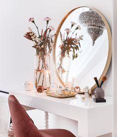 Westwing_NL schöner Make-up-Moment # Make-up tafel slaapkamer Make-up-Schönhei. My New Room, My Room, Living Room Decor, Bedroom Decor, Decoration Originale, Makeup Rooms, Beauty Room, Room Inspiration, Sweet Home