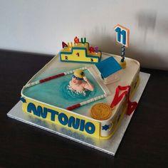 Torta di compleanno nuoto