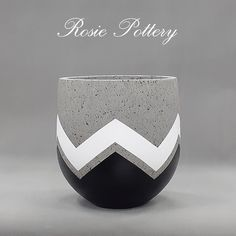 Hand-painting Concrete Planter in Black and White, which fit well with your home interior and office space ! Diy Concrete Planters, Cement Pots, White Planters, Concrete Crafts, Concrete Projects, Wall Planters, Succulent Planters, Succulents Garden, Wrought Iron Decor