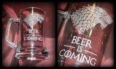 Kézzel gravírozott söröskorsó #minibazár #trónokharca #gameofthrones Energy Drinks, Red Bull, Beverages, Beer, Canning, Root Beer, Ale, Home Canning, Conservation