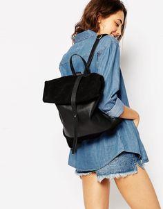 ASOS – Rucksack mit gerollter Klappe aus Leder und Wildleder