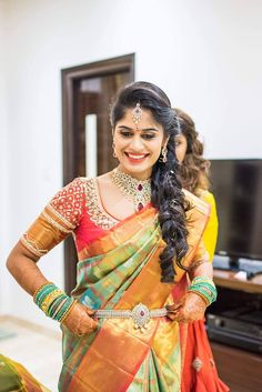 A Bridal Makeover To Enhance Your Natural Beauty South Indian Silk Saree, South Indian Wedding Saree, Bridal Hairstyle Indian Wedding, Wedding Sari, South Indian Bride, Indian Bridal, Indian Weddings, Fancy Blouse Designs, Bridal Blouse Designs