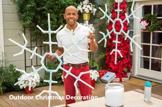 Everyone wants to have a beautiful decoration at Christmas. And outdoor Christmas decorations are not difficult to make. Outdoor Christmas decorations are easy to do with the many ingredients that … Large Outdoor Christmas Decorations, Large Christmas Ornaments, Christmas House Lights, Snowflake Decorations, Christmas Yard, Christmas Design, Christmas Crafts, Christmas Ideas, Outdoor Decorations