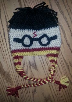 My design of a crocheted Harry Potter hat Crochet Animal Hats, Crochet Kids Hats, Crochet For Boys, Crochet Beanie, Knit Or Crochet, Crochet Crafts, Crochet Projects, Baby Harry Potter, Harry Potter Pillow