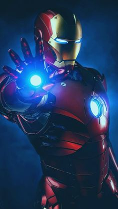 """The Marvel Cinematic Universe wraps up its long-running """"Infinity Saga"""" with the messy, convoluted, and thematically satisfying Avengers: Endga Iron Man Avengers, The Avengers, Iron Man Kunst, Iron Man Art, Iron Man Wallpaper, Marvel Dc, Marvel Heroes, Iron Men, Outdoor Fotografie"""