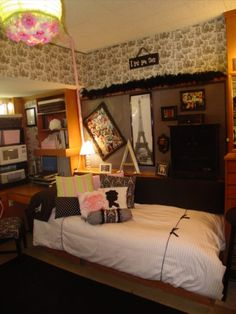 stinkin cute dorm at texas tech! which means this is actually possible for a dorm room! Texas Tech Dorm, Dorm Life, College Life, College Years, Dorm Room Designs, Dorm Room Organization, College Dorm Rooms, Dorm Decorations, My Room