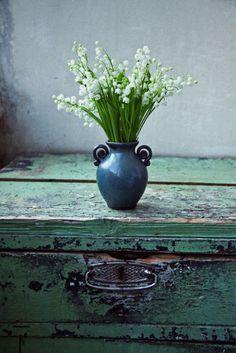 chest... Deco Floral, Arte Floral, Love Flowers, Beautiful Flowers, White Flowers, Flowers Vase, Fresh Flowers, Simply Beautiful, Beautiful Things