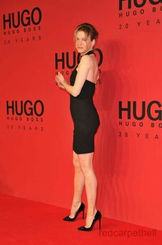 Renee Zellweger sexy legs in a little black backless dress and stilettos on the red carpet Great Legs, Nice Legs, Celebrity Beauty, Celebrity Style, Girl Celebrities, Celebs, Extreme High Heels, Renee Zellweger, Fashion Vocabulary