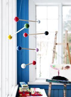 cute easy DIY mobile to hang in kids play room