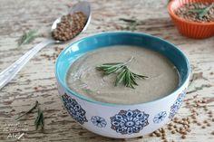 La Crema di lenticchie è un delizioso primo dal sapore ricco e avvolgente, capace di riscaldare egregiamente le fredde serate invernali.