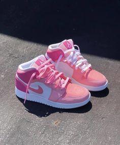 Cute Nike Shoes, Cute Sneakers, Nike Air Shoes, Shoes Sneakers, Air Force Sneakers, Sneaker Heels, Jordans Sneakers, Jordan Shoes Girls, Girls Shoes