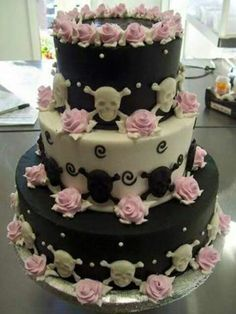Skull wedding cake (lose the pink lol) Crazy Cakes, Fancy Cakes, Skull Wedding Cakes, Gothic Wedding Cake, Lace Wedding, Pretty Cakes, Beautiful Cakes, Amazing Cakes, Goth Cakes