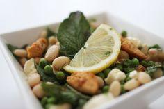 Gezonde en simpele maaltijdsalade   4x maaltijdsalades - #FITGIRLCODE Tasty, Yummy Food, Good Healthy Recipes, White Beans, Chicken Salad, Summertime, Low Carb, Lunch, Fruit