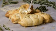 These Cheesy Rolls Are Crazy Good And Ridiculously Easy To Make – Perfect For Entertaining!