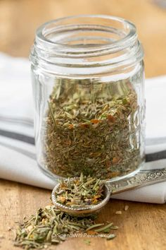 Italian Seasoning is a blend of dried herbs and spices creating the perfect addition to your pasta sauces, marinades or your choice of chicken, beef or pork dishes! Homemade Italian Seasoning, Homemade Spices, Homemade Seasonings, Homemade Ranch, How To Dry Rosemary, How To Dry Oregano, How To Dry Basil, Dried Basil, Dressing