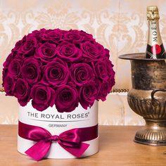 A lovely Bonbon Arrangement www.theroyalroses.de #theroyalrosesgermany #rosebox #infinity #lovely #bonbon