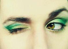 Ojos en verde y dorado