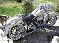 Photo of 1994 Softail Harley Davidson motorcycle with Classic Retro paint scheme by Bill.