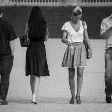 """Résultat de recherche d'images pour """"photo gens dans la rue en noir et blanc"""""""