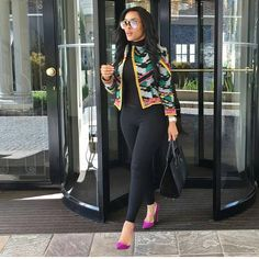 A tailored colorful jacket and pretty heels makes all the difference. Corporate Attire, Business Casual Attire, Classy Work Outfits, Classy Dress, Work Fashion, Fashion Outfits, Workwear Fashion, Fashion Blogs, Fall Fashion