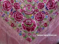 MANTON DE MANILA. ROSA BORDADO EN COLORES, 160X160 CM MAS EL FLECO. Embroidery Patterns, Machine Embroidery, Night Suit, Edwardian Dress, Silk Shawl, Textile Fabrics, Embroidered Flowers, Veils, 2 Colours