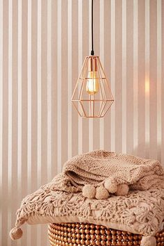 This rose gold wallpaper feels incredibly luxurious. The shining background is only part of the glamour. Glass beads create a one and a half inch stripes of glistening droplets, like dew on a spring morning. Rose Gold Wallpaper, Striped Wallpaper, Home Wallpaper, Tapete Gold, Striped Walls, New Room, Bedroom Wall, Or Rose, Decoration