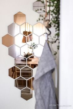 This Hexagon mirror tiles w hexagonal f elegant quintessence silver mirrored bevelled wall photos and collection about 50 hexagon mirror tiles excellent. Hexagonal mirror tiles hexagon ikea copper wall Floor images that are related to it Interior Styling, Interior Decorating, Interior Design, Modern Interior, Diy Interior, Home Design Diy, Blogger Home, Mirror Tiles, Hallway Mirror