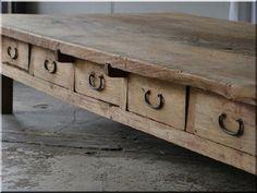 Vabi szabi bútorok - Antik bútor, egyedi natúr fa és loft designbútor, kerti fa termékek, akácfa oszlop, akác rönk, deszka, palló