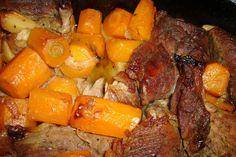 Nakrajime maso na platky. Mrkev, petrzel a celer na kousky. Cesnek, jak chcete.Nakrajime cibulku a na oleji ji zpenime na pekaci na plotne....