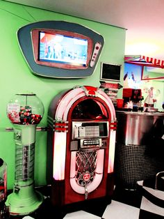 Own my own retro Diner:)
