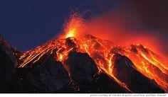 Gracias a las erupciones volcánicas, tenemos maravillas en la tierra como la isla de Hawaii - más en www.20minutospordia.com #20minutospordia #volcanes #lava #volcanicrocks #hawai