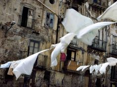 風に揺れる洗濯物、パレルモ(イタリア、シチリア島)