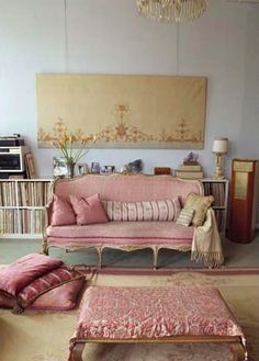 I love this room not really me but the pink and the books the pattern and the simplicity dig it
