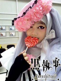 Oh my god, someone wearing a hijab while cosplaying Ciel-- so spot on! Gosh. *A*